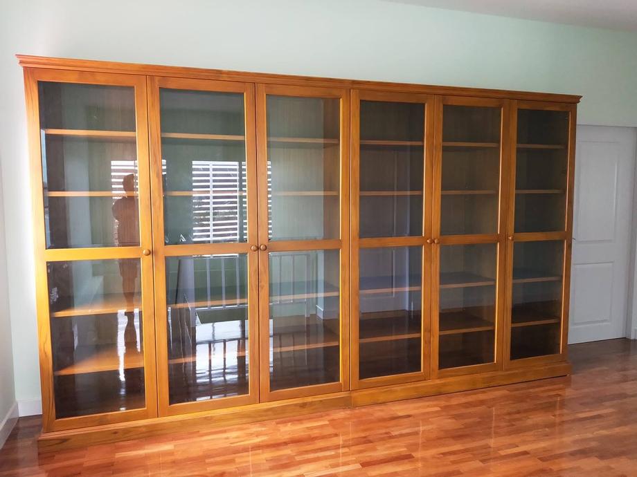 ตู้หนังสือ มีกระจกหน้าบาน