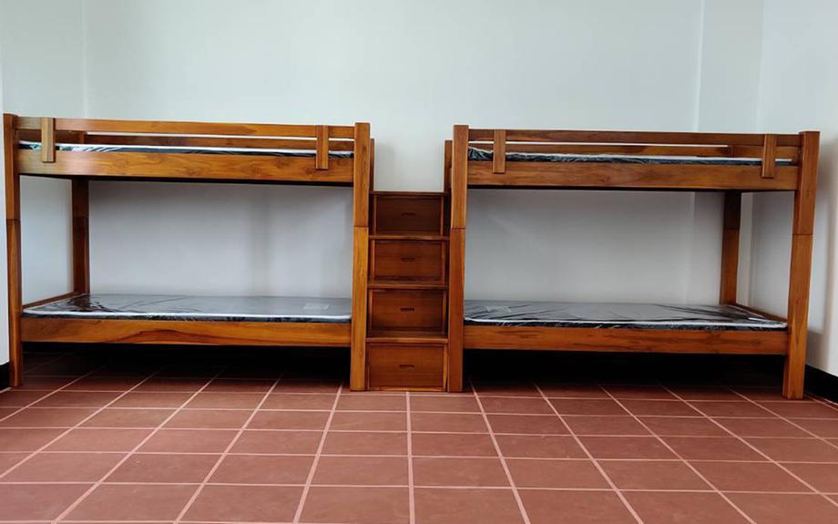 เตียงสองชั้นแบบต่อกันสองตัว