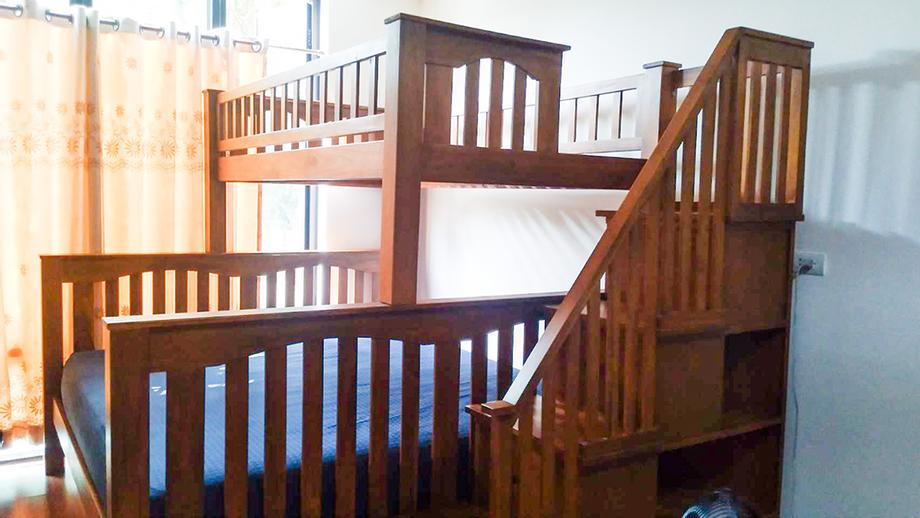 เตียงสองชั้น ด้านล่าง 6ฟุต และด้านบน 3.5ฟุต