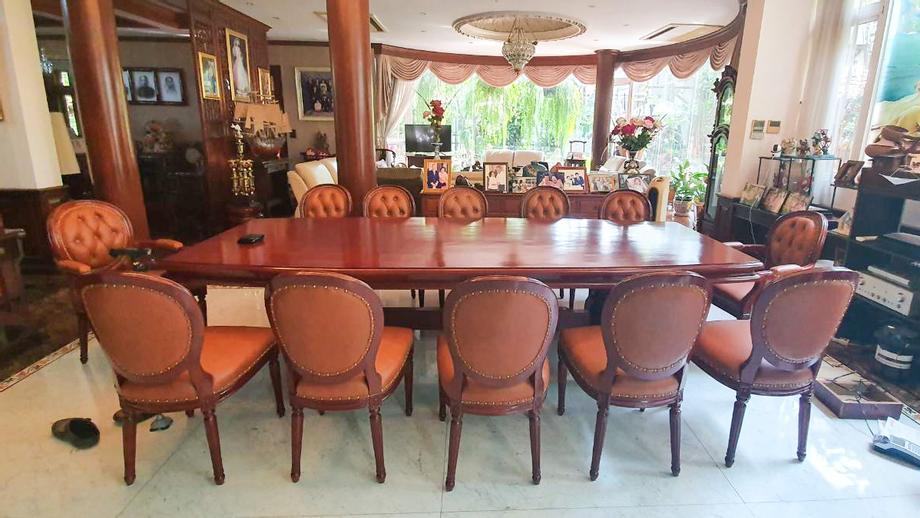 ชุดโต๊ะอาหารสำหรับ 12ที่นั่ง