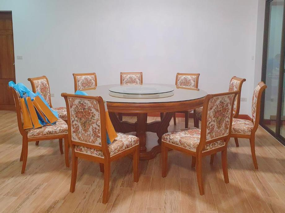 โต๊ะอาหารกลม 8ที่นั่ง