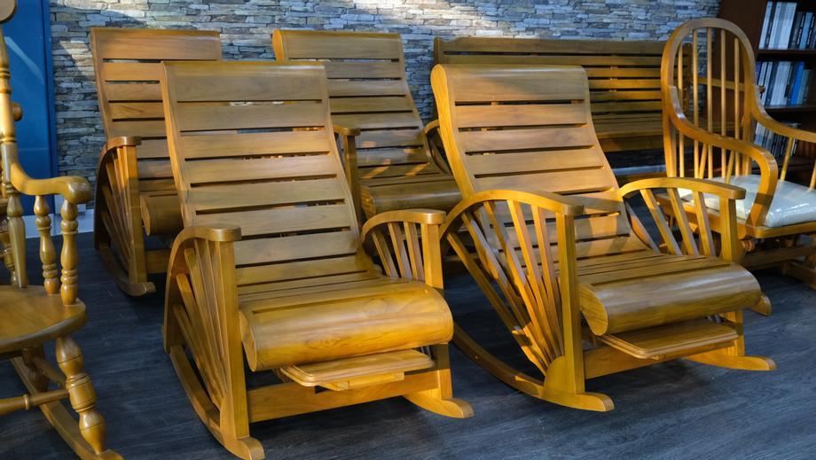 เก้าอี้โยกไม้สักแท้ พร้อมส่ง